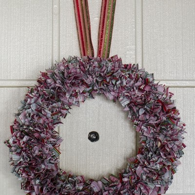 Day 5: Punch Fabric Wreath #DIY #25DaysofHolidayIdeas