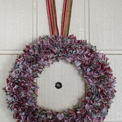 Day 5: Punch Fabric Wreath #DIY #25DaysofHolidayIdeas