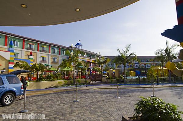 legoland hotel exterior 02 pool