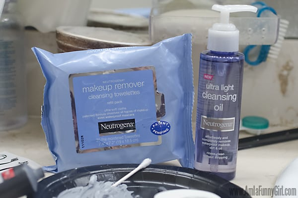 Neutrogena Makeup Remover #HallowCleanFaceOff AD