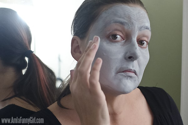 Then finish with fingers #HallowCleanFaceOff AD