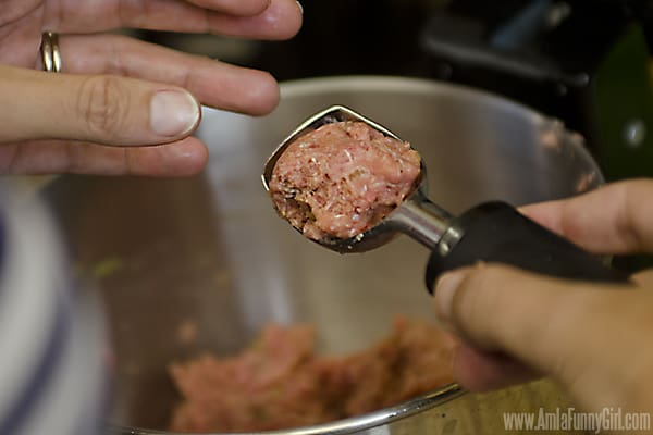 Shaping Meatballs #NaturallyCheesy AD