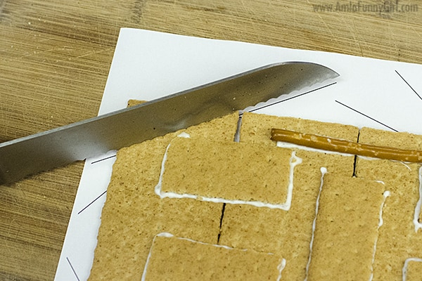 Cutting on template #HoneyMaidHouse AD