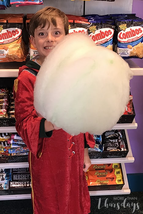 Best snack foods at Universal Studios - cotton candy