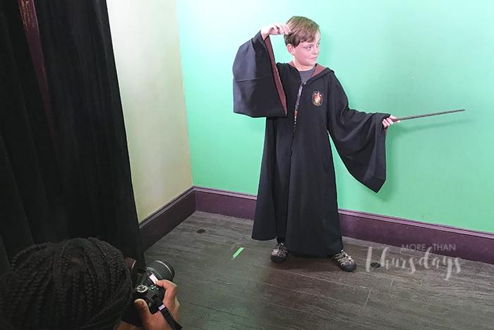 Shutterbuttons Moving Photos at Universal Studios - posing